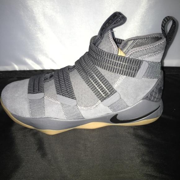 7fc1b7ffad1 Nike LeBron Soldier XI 11 DARK GREY GUM Sz 9.5. M 5aa3430772ea88b335f94fe6